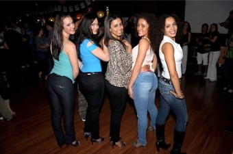 Bachata dancing girls